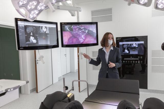 Ольга Юрьевна Ищенко презентует интегрированную операционную MVS в Новосибирске
