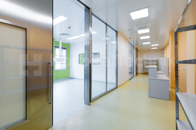 Стеклянные двери Хоспиталтехник в Сургутском перинатальном центре