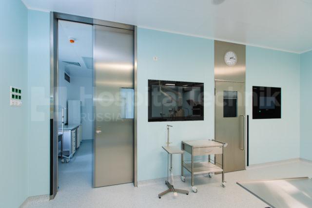 Дверь из нержавеющей стали Хоспиталтехник в Сургутском перинатальном центре